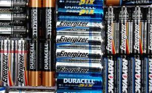 很多家用電器中都會使用堿錳電池。