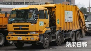 廢物不但會造成環境污染,垃圾車運送廢物到堆填區,亦會造成空氣污染。(資料圖片)