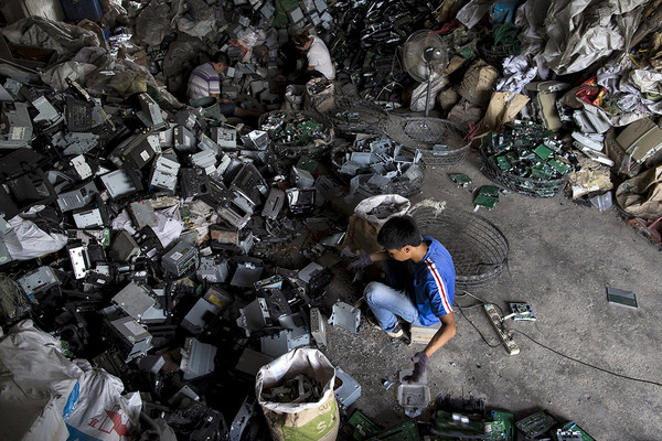「廢棄手機拆解」年提煉4噸黃金